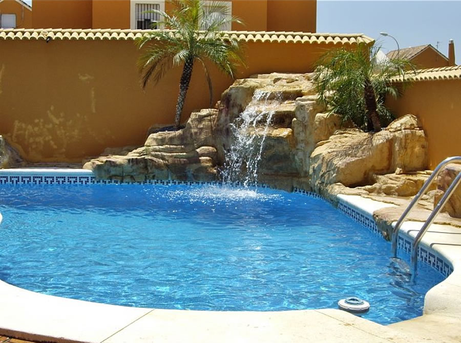 Piscina jacuzzi exterior ms de ideas increbles sobre deck de piscina en pinterest decorao para - Piscina jacuzzi exterior ...